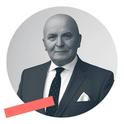 Grzegorz Jakuć - Odpoczątku kariery zawodowej związany zregionem Podlasia. Propagator ekologicznych rozwiązań iodnawialnych źródeł energii