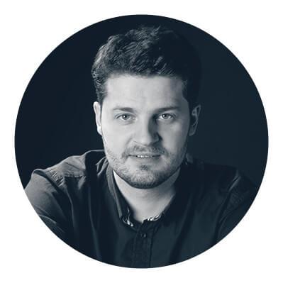 Jan Godlewski - Absolwent Wydziału Wzornictwa Akademii Sztuk Pięknych wWarszawie iWydziału Architektury Politechniki Białostockiej